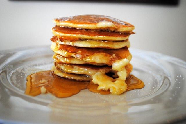 Swedish-pancakes-golden-syrup