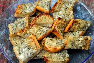 Blue-cheese-crostini