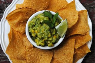 Grilled-corn-guac-with-chips