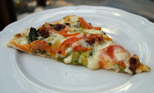 Shaved-asparagus-pizza-slice2