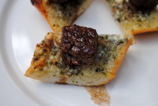 Steak-and-blue-cheese-crostini