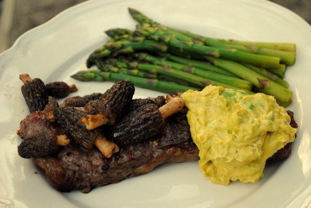 Steak-avo-bearnaise-morels