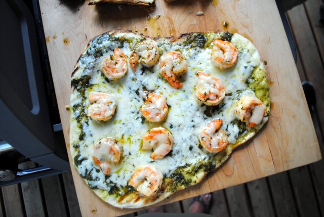 Shrimp-pizza-cooked-aerial