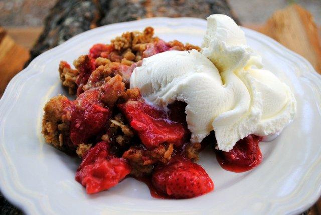Strawberry crisp plate